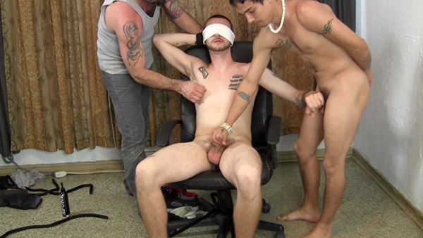 straight-fraternity-blindfold-play